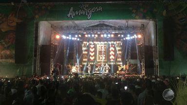 Forró e sertanejo embalam o São João de Amargosa, um dos mais tradicionais da Bahia - Segundo a prefeitura, cem mil pessoas se divertem na cidade todas as noites.