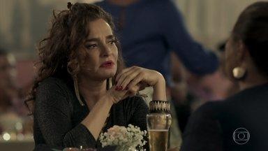 Cândida e Aurora conversam sobre suas filhas sem saber que as duas se conhecem - Bibi consegue a declaração de Heleninha