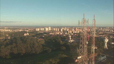 Quinta-feira começa com neblina na região de Campinas - Temperatura máxima para a cidade deve ser de 24°C.