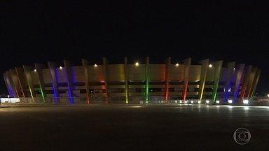 Pontos de BH recebem iluminação especial para comemorar Dia Internacional do Orgulho LGBT - As fachadas do estádio Mineirão, parte da Cidade Administrativa e o Espaço do Conhecimento ganharam as luzes da bandeira do Movimento LGBT.