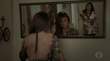 Bibi se prepara para visita íntima com Rubinho - Aurora não se conforma com a situação da filha