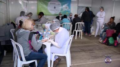 Dia Internacional do Cooperativismo é comemorado com atividades no centro de Porto Alegre - Serviços de manicure e dentista são oferecidos próximo ao Mercado Público.