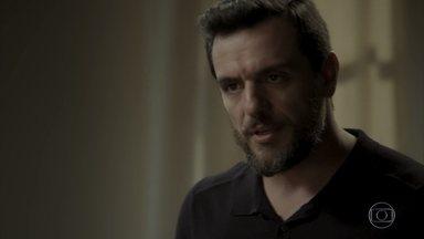 Caio questiona Bibi sobre tentativa de fuga de Rubinho - Heleninha teme que Bibi aceite o convite de Caio para seu casamento
