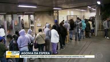 Pacientes passam a noite na rua para conseguir marcar exames no Hospital das Clínicas - Hospital reconhece problema e promete corrigir, mas não aumenta vagas.