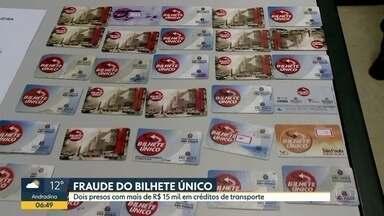 Dois homens são presos por suspeita de fraude em Bilhete Único - Polícia apreendeu cartões falsificados, dinheiro, celulares e notebook.