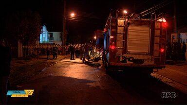Vítima de incêndio no fim de semana é identificada em Foz do Iguaçu - O outro corpo encontrado continua sem identificação. Ontem a tarde, no sudoeste do estado, uma casa foi destruída pelo fogo em outro incêndio.