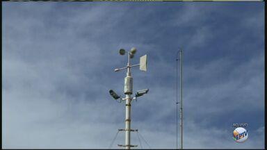 Temperaturas vão continuar baixas nos próximos dias, diz técnico de Estação Meteorológica - Divinolândia registrou 5 graus, São Sebastião da Grama, 6, e Rio Claro, 8.