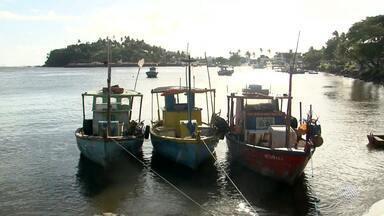 Barco vira e pescador morre em Ilhéus, no sul do estado - O acidente foi na região da Baía do Pontal, no encontro do rio com o mar.