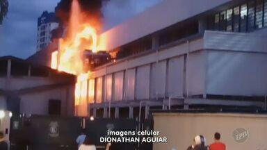 Princípio de incêndio atinge supermercado Enxuto em Campinas (SP) - O fogo foi controlado e a previsão é que o estabelecimento volte a abrir nesta sexta-feira (7).