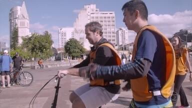 Caio Ribeiro se envolve com o projeto Bike Anjo - Neste projeto, voluntários ensinam crianças e adultos a enfrentarem seus medos e pedalar