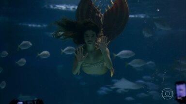Ritinha performa como sereia no aquário e Ruy a procura - O filho de Joyce desconfia que a paraense está em Niterói