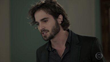 Ruy ameaça romper com Ritinha - O playboy desconfia que Edinalva está escondendo o jogo