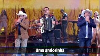 Trio Parada Dura interpreta 'As Andorinhas' - Eles abrem o Ding Dong