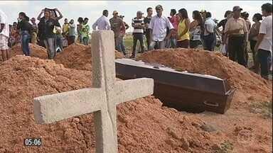 Justiça do PA determina prisão para 13 policiais envolvidos em morte de posseiros - A justiça do Pará determinou a prisão temporária de 13, dos 29 policiais envolvidos na morte de dez posseiros em Pau D'arco, em maio.