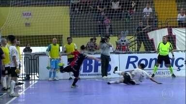 Joinville goleia o Corinthians com pintura de Jackson na Liga Futsal - Joinville venceu o Corinthians por 7 a 2 na fase de classificação da Liga Futsal.