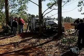 Idoso morre após ser baleado por assaltantes e perder controle de veículo na MG-190 - Esposa dele ficou ferida. Mulher relatou que eles foram perseguidos por ocupantes de um carro na rodovia, nas proximidades de Sacramento.