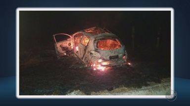 Acidente entre carros mata pai e filho na BR-459, em Piranguinho (MG) - Acidente entre carros mata pai e filho na BR-459, em Piranguinho (MG)