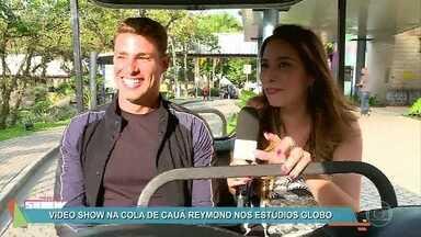 Cauã Reymond volta de férias e diz que pretende se casar - Ator revela que a namorada Mariana Goldfarb o incentiva e o ajuda a se relacionar com os fãs nas redes sociais