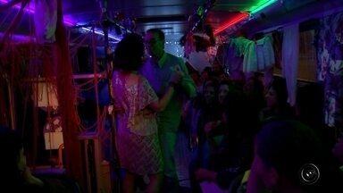 Festival de Teatro em Rio Preto tem espetáculo até dentro de ônibus - O FIT, festival internacional de teatro, continua rolando em Rio Preto. E olha tem espetáculo para todas as idades e em vários lugares. Até dentro de um ônibus.