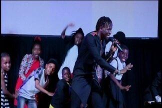 Coral de crianças órfãs de Uganda se apresenta em Divinópolis - Evento faz parte de projeto missionário para a inserção de meninos e meninas no mundo da música. Turnê começou em junho e termina em agosto.