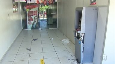 Posto de atendimento do Bradesco é assaltado em Araçoiaba, no Grande Recife - Durante a ação, assaltantes efetuaram vários disparos e colocaram grampos na estrada para evitar perseguição policial.