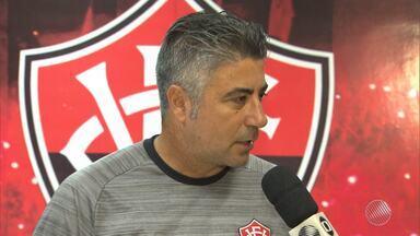 Vitória perde para o Vasco e se complica no Brasileirão; técnico fala da situação do time - Mesmo jogando em casa, o rubro-negro decepcionou a torcida.