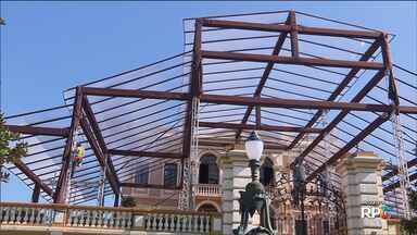 Sociedade Garibaldi deve ser multada por causa de festa de casamento no Palácio - A multa é porque a estrutura metálica que vai receber os convidados foi montada antes da data permitida.