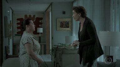 Silvana planeja nova noite de jogatina - Arquiteta inventa uma desculpa para Eurico