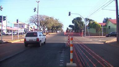 Empresa pede aditivo de prazo para terminar obras na Avenida Barão do Rio Branco - Um dos motivos do atraso é que parte do asfalto precisará ser refeito.