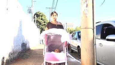 Volta a faltar vacina pentavalente em postos de saúde de Goiânia - A atendente Ruth Andrade conta que levou bronca até da pediatra por não ter vacinado a filha, que já está com sete meses de vida.