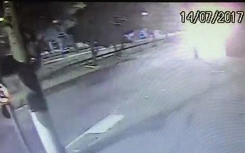 Motorista do acidente na Bandeirantes está preso e vai responder por homicídio doloso - A polícia calculou que ele dirigia a mais de 100 km/h. E disse que ele fugiu sem prestar socorro ao comissário de bordo, que morreu carbonizado.