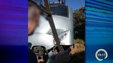 Trem turístico descarrilha na serra em Santo Antônio do Pinhal - Ninguém se feriu.