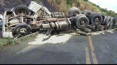 Acidente na BR-101 em Mimoso do Sul mata 2 pessoas e deixa 3 feridas no ES - A batida envolveu dois carros de passeio e uma carreta que transportava combustível. Um dos carros e a carreta saíram da pista e foram parar no pasto.