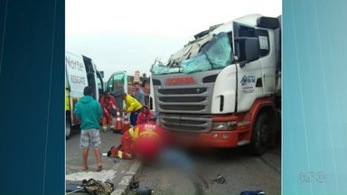 Paraná é o segundo estado com mais acidentes envolvendo caminhões - Nesta sexta-feira (14), uma criança morreu na BR-277, entre Ponta Grossa e Curitiba.
