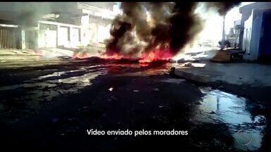 Moradores protestam por melhorias na Av. Euclides Figueiredo em Aracaju - Moradores protestam por melhorias na Av. Euclides Figueiredo em Aracaju.
