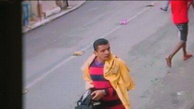 Homem é preso acusado de assaltar casa lotérica em Campina Grande - Imagens de circuito de segurança mostram o momento do assalto.