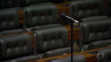Câmara dos Deputados não consegue número mínimo para ler relatório da CCJ - Vai ficar para agosto a votação sobre levar para o Supremo Tribunal Federal a denúncia contra Temer por corrupção passiva feita pela Procuradoria Geral da República.
