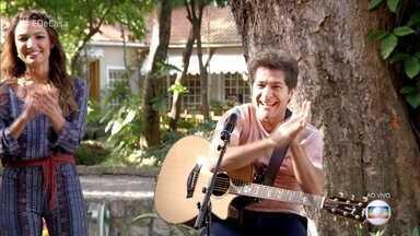 Daniel canta 'Tantinho' - Cantor começa o 'É de Casa' com animação e o pé direito!