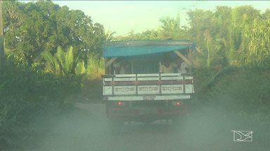Alunos se arriscam em pau de arara para ir à escola no MA - Descaso com a educação e com a segurança de crianças ocorre no município de Vitória do Mearim.