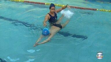 Brincadeiras na piscina devem ser supervisionadas pelos pais - Na época de férias, atividades com água são mais comuns entre as crianças