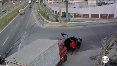 Estado do Rio registra em junho mais de 900 assaltos a caminhoneiros - Número é 35% maior do que o registrado no mesmo período de 2016. Polícia fez operação contra o roubo de cargas e prendeu seis pessoas.