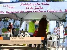 Ação orienta para diagnóstico precoce do câncer de mama - Orientações foram dadas em frente ao hospital Pompéia.