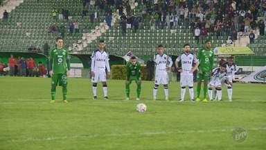 Em boa partida, Guarani e Ceará ficam no empate pela Série B do Brasileirão - Em jogo de virada e reações, o empate em 2 a 2 estragou o objetivo das duas equipes na Série B.