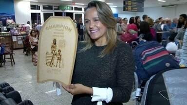 Neymara Carvalho chega ao ES após vencer etapa de mundial no Chile - Ela chegou ao estado nesta terça-feira (18).