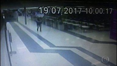 Tiroteio, pânico e correria em assalto a carro forte em supermercado de SG - Vigilantes abasteciam caixas eletrônicos. Um deles foi baleado pelos bandidos.