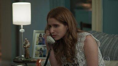 Mônica usa o telefone na casa de Elza - A mulher de Evandro inventa uma desculpa para ir à casa dos vizinhos. Prazeres e Elza tentam ouvir a conversa misteriosa