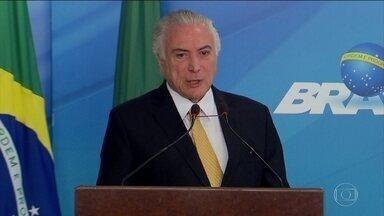 Michel Temer e Rodrigo Maia selam as pazes em novo jantar - Mal-estar entre os dois foi provocado pela tentativa de Temer de atrair para o PMDB deputados do PSB que estavam conversando para migrar para os Democratas.