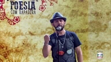 Bráulio Bessa homenageia mulheres com poema - Poema emociona convidadas