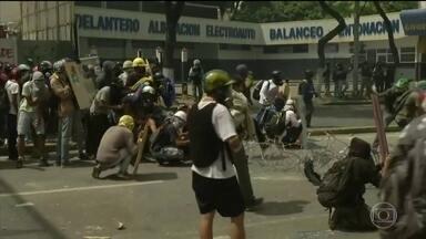 Sobe para cinco o número de mortos no segundo dia de greve geral na Venezuela - Após 48 horas de manifestação contra a votação da Assembleia Constituinte chamada pelo presidente Nicolás Maduro, cinco pessoas foram mortas, além de outras dezenas feridas.
