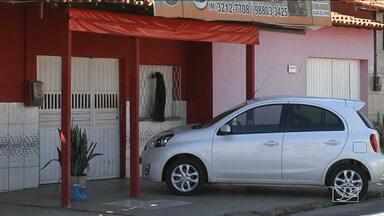 Em Caxias, comércios estão fechando mais cedo pra evitar assaltos - Na última quarta-feira, um policial foi morto em um restaurante durante uma tentativa de assalto